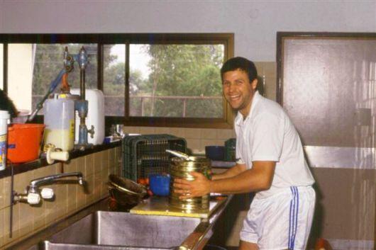 1994 הדלי במטבח שימורים