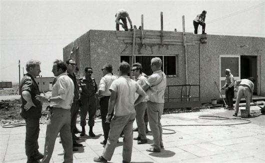 3805792.jpg16.6.1970-ביקור שר האוצר ,פנחס ספיר ,במבוא חמה