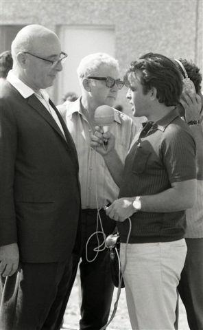 3805794.jpg16.6.1970-דוד פוגל  שר האוצר ,פנחס ספיר ,במבוא חמה