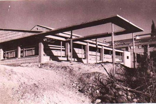 Copy of בניה חדר האוכל הישן בהקמתו 1942