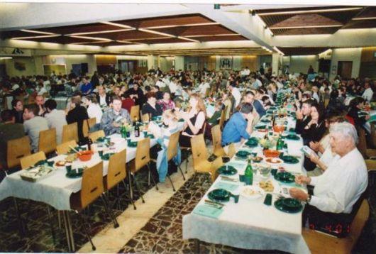 בניה חדר אוכל פסח 1990 בחדר האוכל החדש (1)