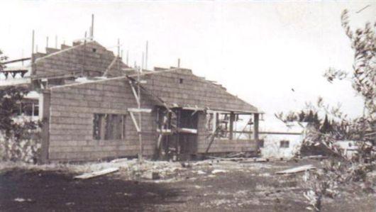 בניה חדר האוכל הישן בהקמתו 1942