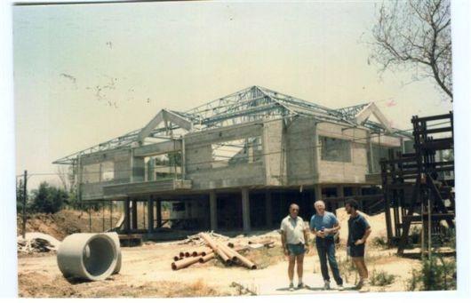 הנרי מרך וגבי + קונסט' על הגג. מבט מדרום מערב יוני 1987