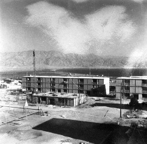 בניית הטרומים בשכונת ערבה 1961