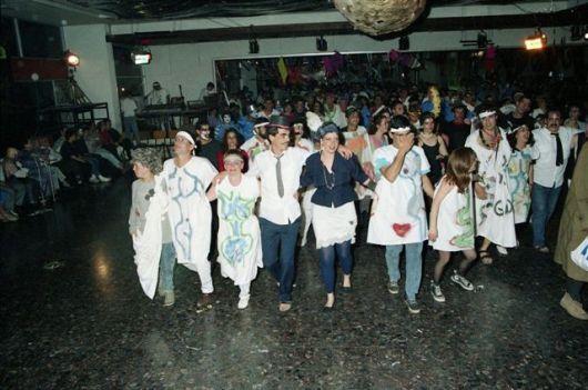 חדר אוכל חדש. חלק דרומי. ברקע הפויע. רונדו פורים 1989. רק כדי להראות כמה אנשים יכולים לרקוד שם