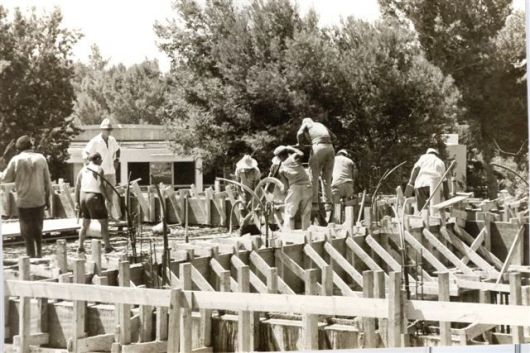 בנית המועדון  בניית המועדון יחזקאל קונפינו 1973-1974