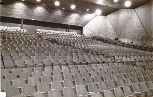 האולם מבפנים