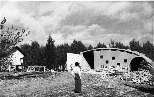 בית הקשתות בבנייתו בשנות השישים