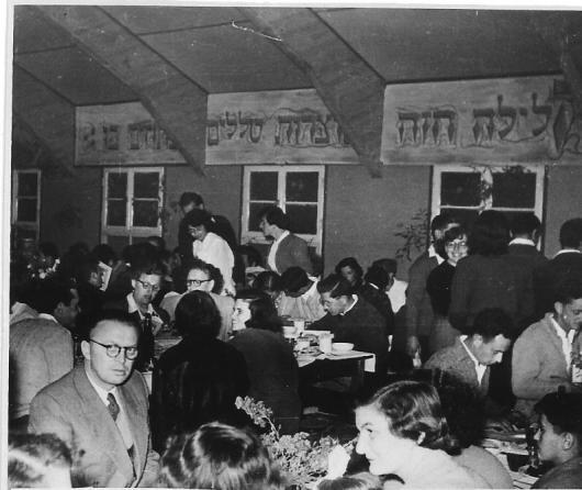 חדר אוכל אורים צריף פסח 1952