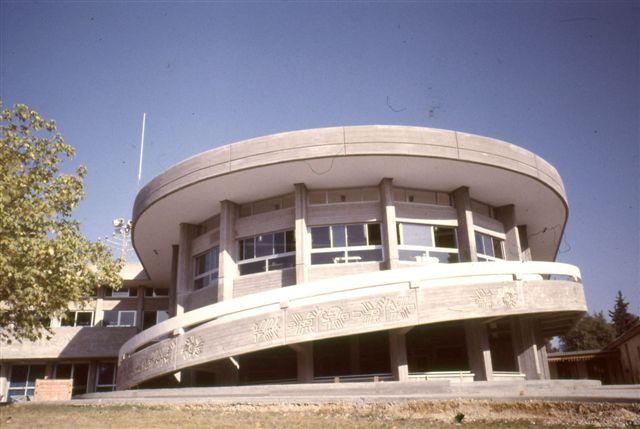 חדר האוכל המורחב,לקראת גמר הבנייה 1984