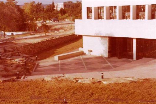 110-2_1979 008 חדר האוכל הרחבה 1979 כניסה לאולם