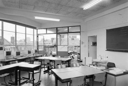 800px-Int.schoollokaal_-_Amsterdam_-_20320300_-_RCE