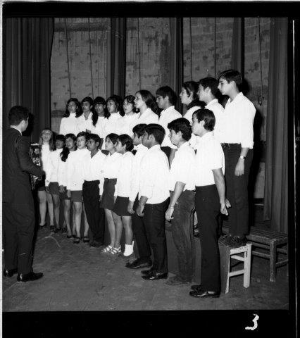 3 חנוכת בית התרבות עש לוי העובדים והמוזמנים התלמידים ואחורי הקלעים שלמה שביט ומקהלה