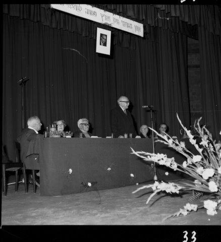 חנוכת בית התרבות עש לוי אשכול נאום שזר קהל אלגנטי בעיקר נשים 30