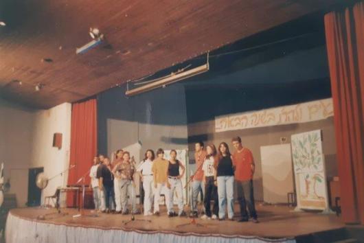 על הבמה באולם אשכול סביבות 1992