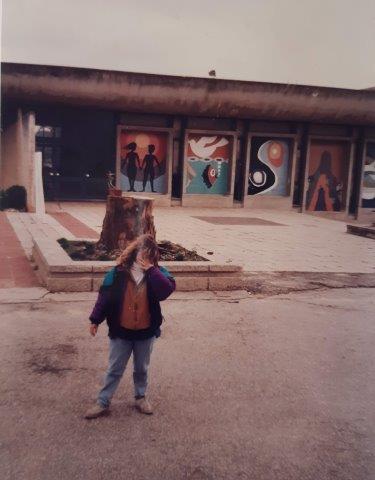 קירות צבועים אולם אשכול סביבת 1992