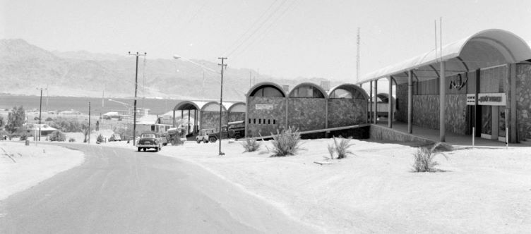 שדרות התמרים ומרכז רכטר ואין מדרכות, אין מכוניות, שנת 1963 צלם ואן דה פול