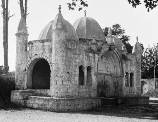 jaffa_and_environs._tabitha's_well._1898-1914._matpc.06525.ii